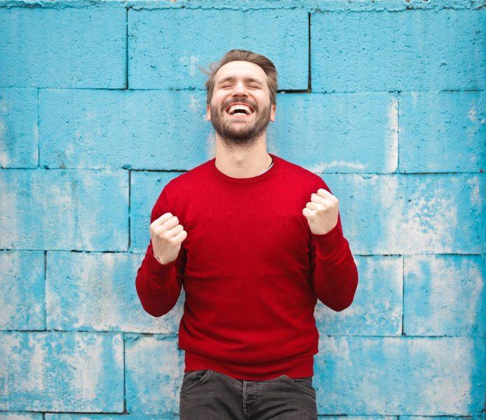 Veneers Vor-und Nachteile von Zahnverblendungen.jpg